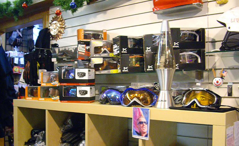 Ski and snowboard goggles and other snow accessories shop in Kent, WA / Federal Way area - Moxies.
