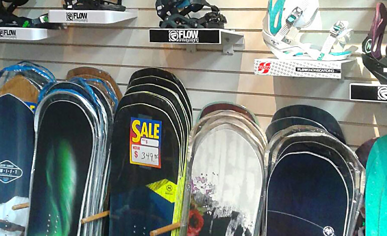 Affordable, discounted snowboards and hot name brands at Moxies in Kent, WA and the Federal Way area.